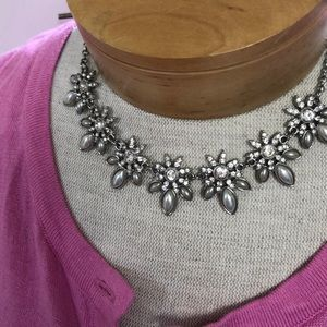 Statement necklace pearl and crystal